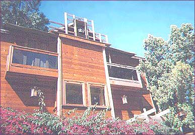 Close up of Jim Morrison's Rothdell Trail home, showing apartment on the top floor